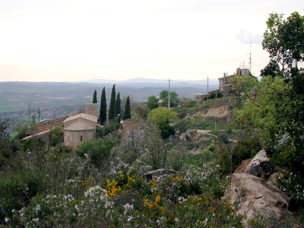 16.04.2006 Vista de l'esglèsia i cal Martri  L'Aguda -  Ramon Sunyer