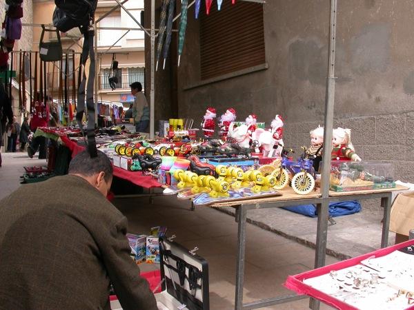 25.03.2005 Detall de parada de joguines  Torà -  Ramon Sunyer