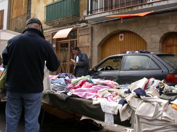 25.03.2005 Les parades de roba sovintegen  Torà -  Ramon Sunyer