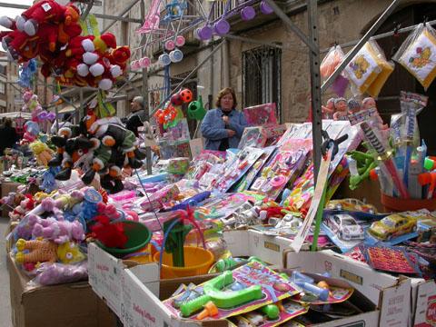 25.03.2005 Les joguines de plàstic són cada vegada més habituals  Torà -  Ramon Sunyer