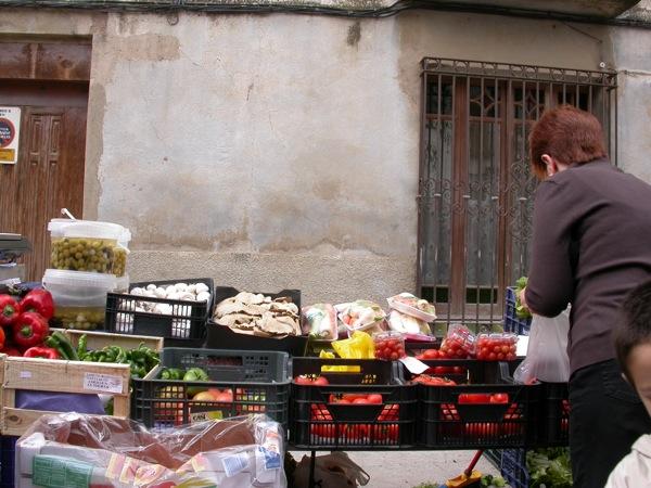 25.03.2005 Detall de parada de verdures  Torà -  Ramon Sunyer