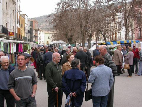 25.03.2005 El mercat atreu força visitants  Torà -  Ramon Sunyer