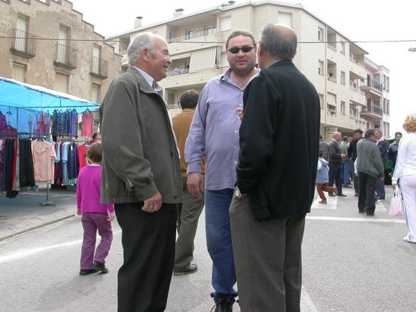 25.03.2005 El Josep de cal pelegri, l'í'scar Romero i l'í€ngel del mas de'n grau, fent-la petar  Torà -  Ramon Sunyer