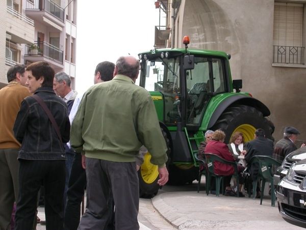 25.03.2005 Detall d'un tractor,  cada vegada menys presents al mercat  Torà -  Ramon Sunyer