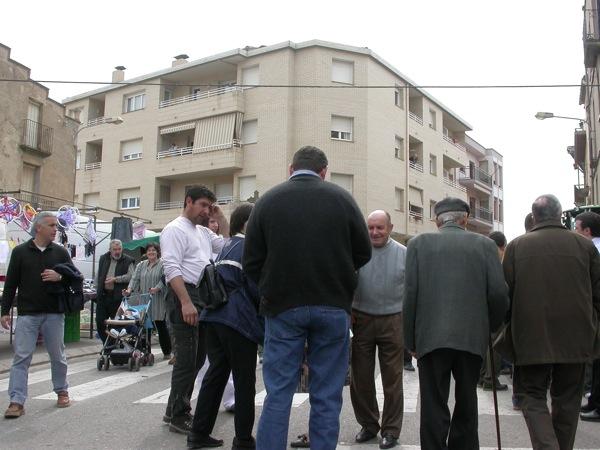 25.03.2005 La plaça de la Creu és molt concorreguda  Torà -  Ramon Sunyer