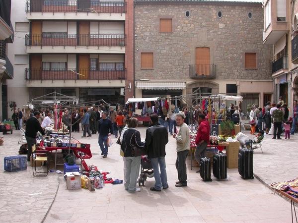 25.03.2005 Detall de les parades de la plaça del Pati  Torà -  Ramon Sunyer