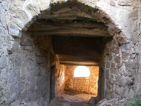 Portal de  Aguda - Autor Ramon Sunyer (2005)