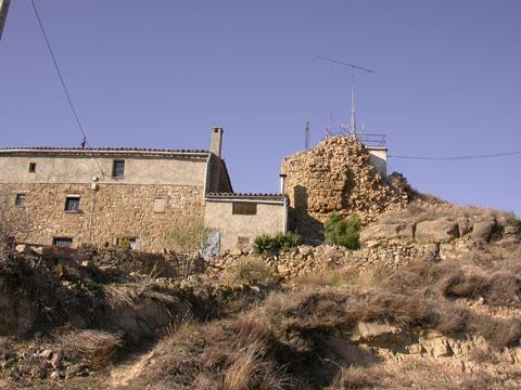 Cal Martri i restes del castell - L'Aguda