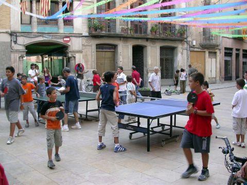 01.09.2007 Ping-pong a la Plaça del pati  Torà -  Ramon Sunyer
