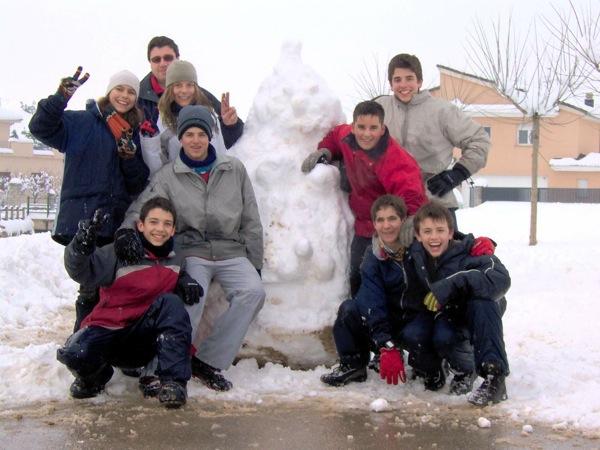 28.01.2006 Ninot de neu i autors  Torà -  LABORATORI MULTIMEDIA