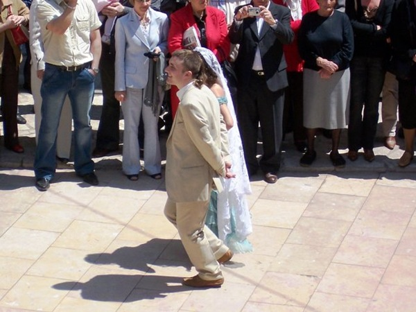 06.05.2007 Ballant la dança del Roser  Torà -  J. Gatnau