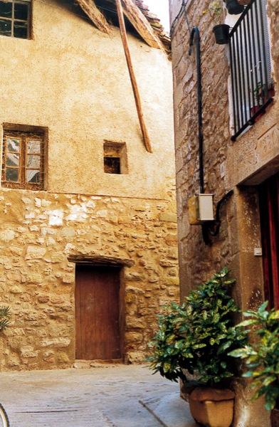 04.02.2005 Façana de la casa Jovans  Torà -  Ramon Sunyer