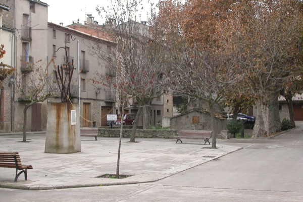 04.02.2005 Plaça de la Font  Torà -  Ramon Sunyer