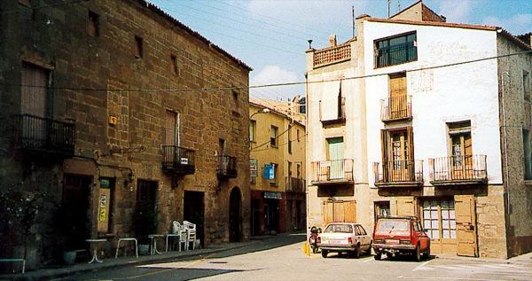04.02.2005 Plaça de l'Hostal  Torà -  Ramon Sunyer