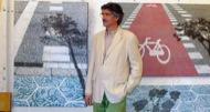 Josep Cisquella posant a la darrera exposició
