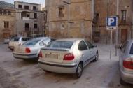 Torà: Senyalètica indicant la zona d'aparcament  Ramon Santesmasses