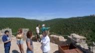 Vallferosa: Terrasa exterior amb merlets. En primer terme l'accès a la torre.  Xavier Sunyer