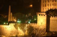 Vista de les muralles de nit