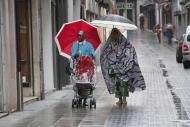 Dones immigrants passejant