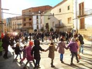 """Torà: un centenar de nens van fer  """"cagar"""" el tió  CC Segarra"""