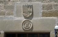 Vilanova de l'Aguda: Detall escut  Jordi Bibià