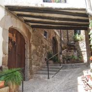 Sanaüja: pas cobert carrer del Calvari  Ramon Sunyer