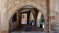 Sanaüja: Porxos plaça Major  Ramon Sunyer