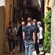 Torà: Gent passejant pels carrers  Ramon Sunyer