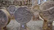 Sanaüja: Aquesta exposició d'esteles funeràries és la més gran de Catalunya de les que es poden visitar  Ramon Sunyer