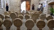 Sanaüja: Esteles funeràries, la tercera major col·lecció en nombre (68), després de les de Poblet i Preixana  Ramon Sunyer
