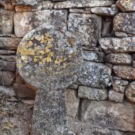 Vilanova de l'Aguda: Estela a Ermita de Santa Maria de les Omedes  Ramon Sunyer